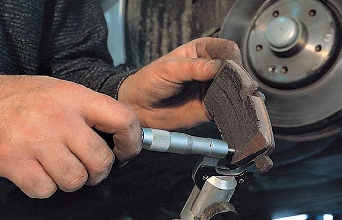 Самостоятельная проверка износа тормозных колодок