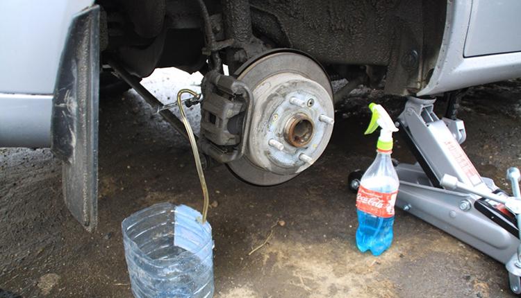 Самостоятельная замена тормозной жидкости